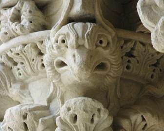 Basiliskenfigur in St. Trophime